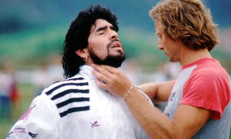 signorini checking maradona pulse